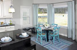 Breakfast room with bay window
