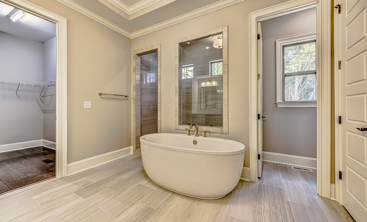 Kingsley plan Owner's Spa Bath B option