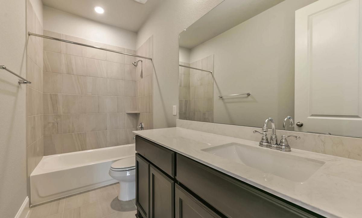 Del Bello Lakes 60 Plan 5009 HS 4102 Bathroom