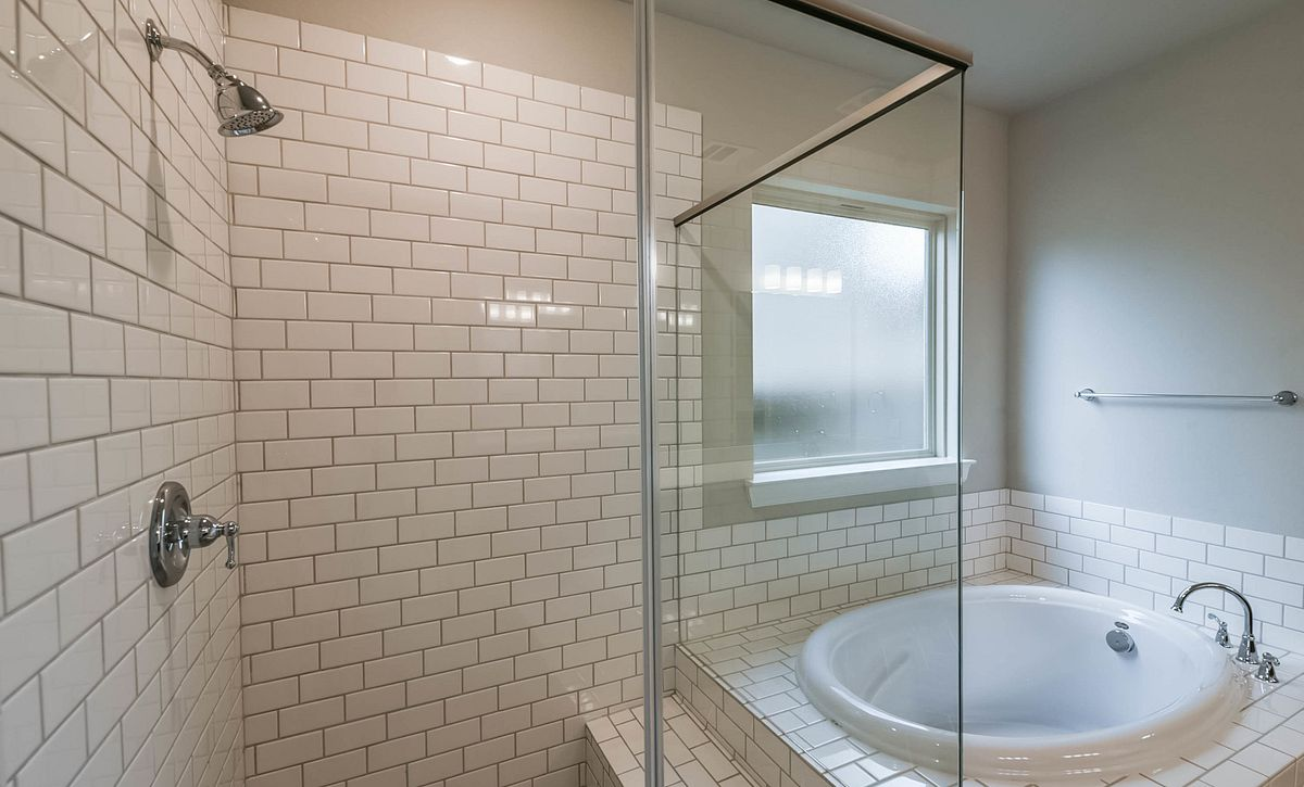 Plan 5069 Master Bath
