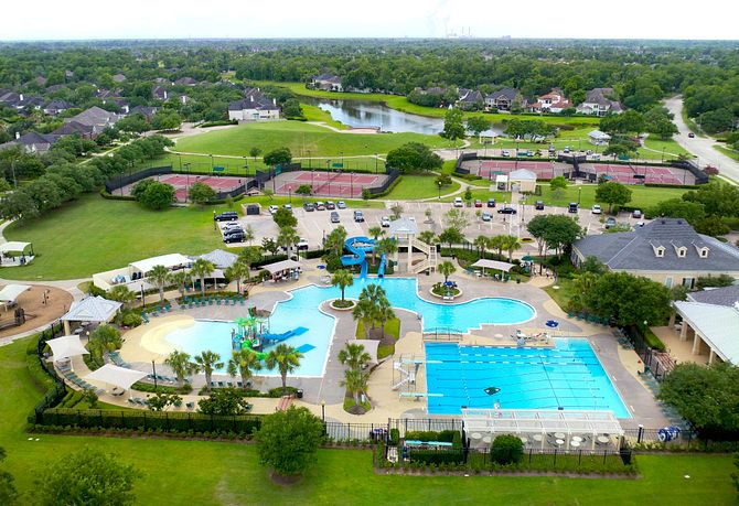 Full view of Club Sienna near the new construction homes in Fort Bend County