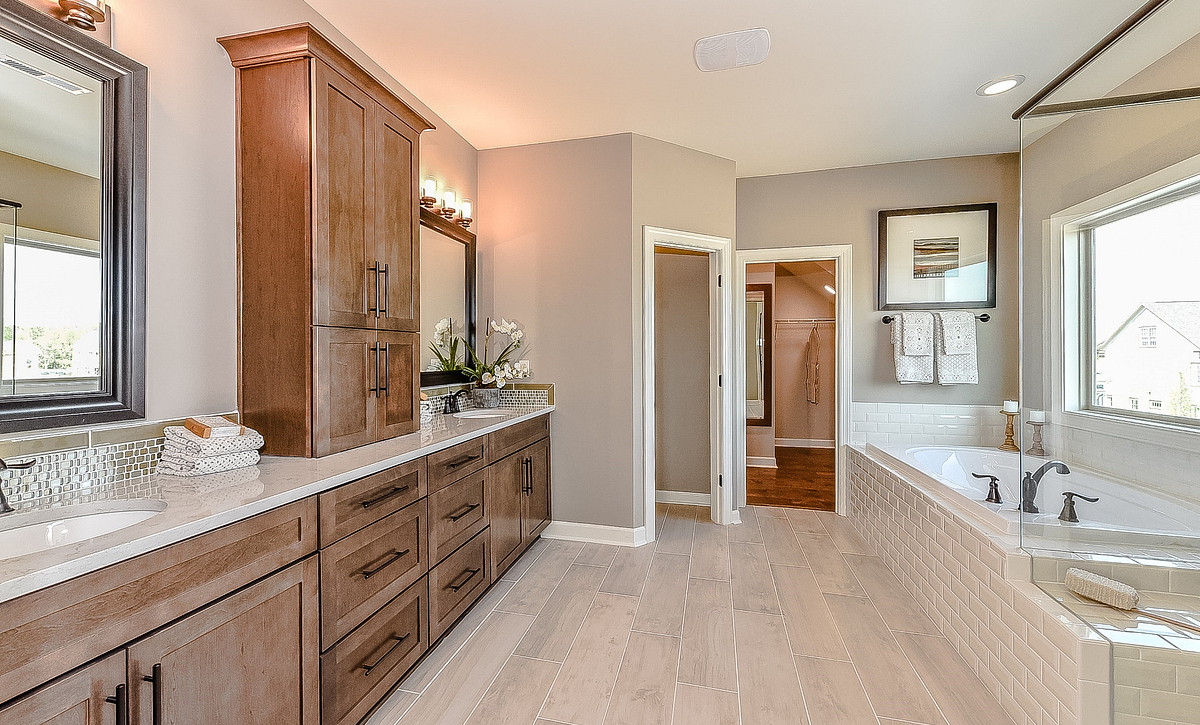 Hampton plan Owner's Bath