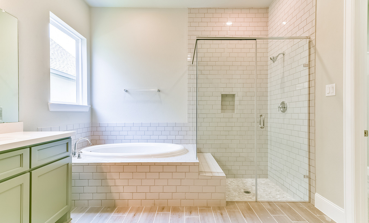 Plan 6050 Master Bath