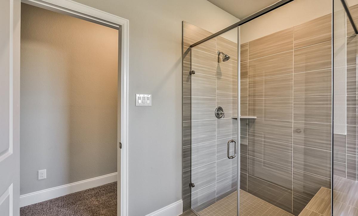 Plan 5049 Master Bath