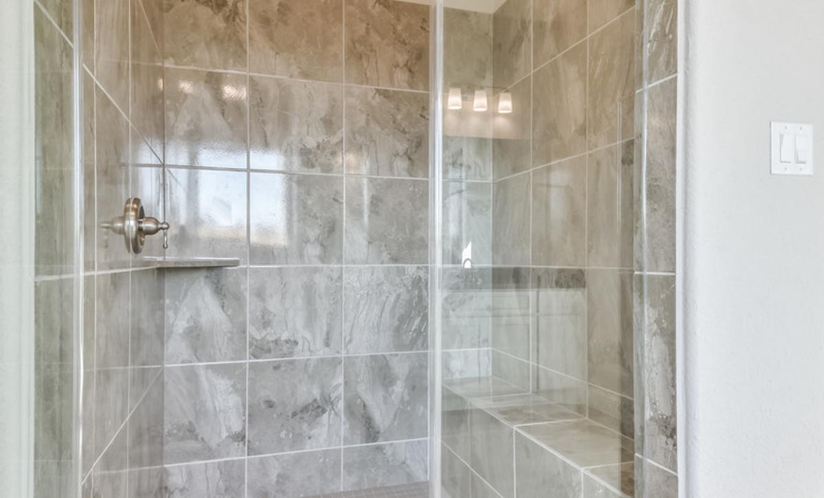 Del Bello Lakes 70 Plan 6060 Primary Bathroom