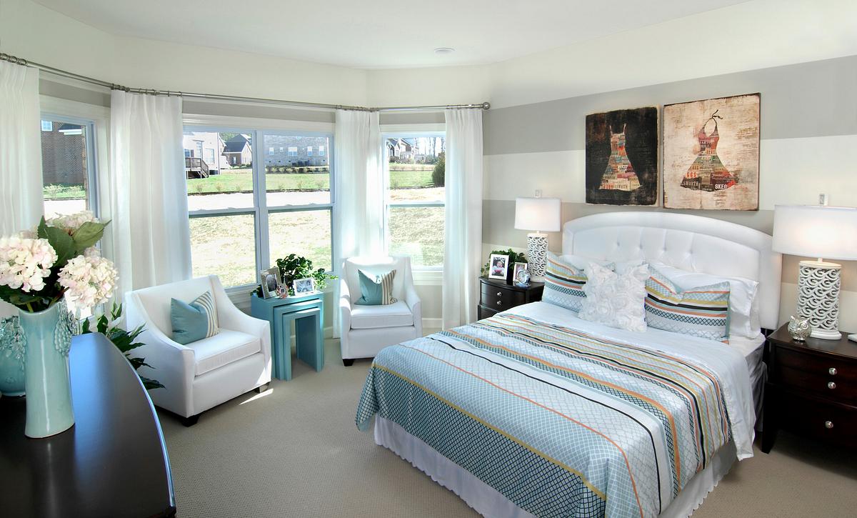 Silverado plan First-floor Guest Bed w/ bay window