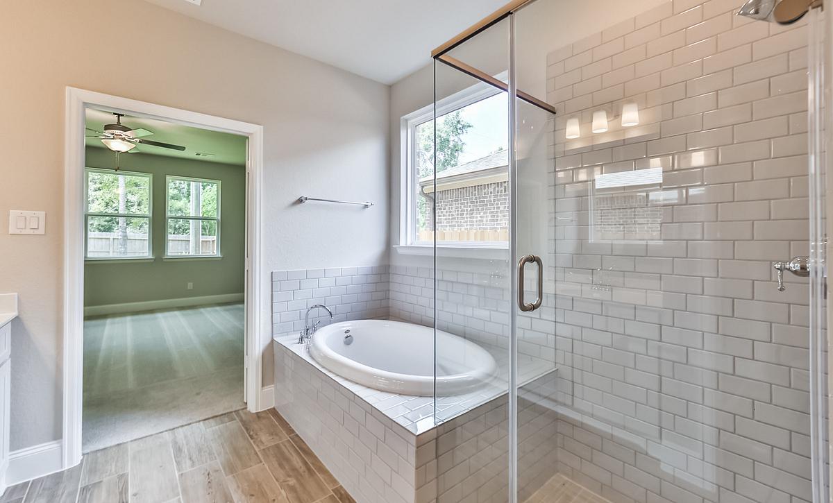 Plan 4069 Master Bath