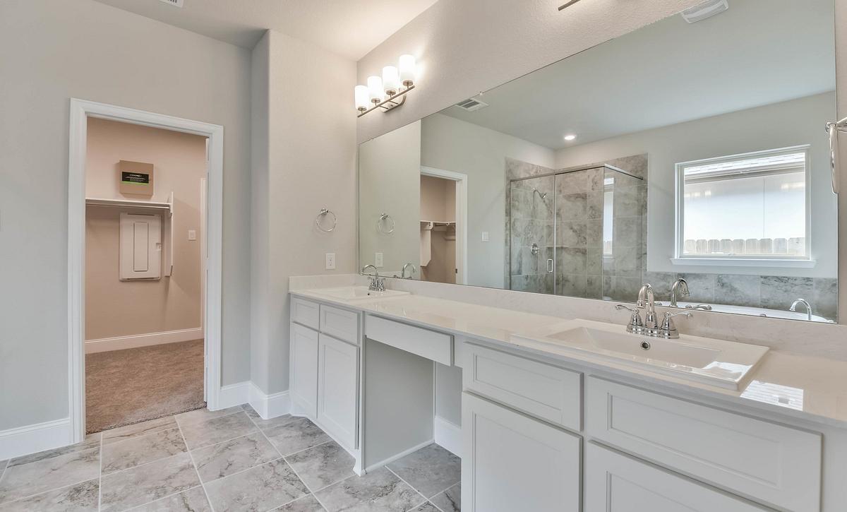 Harper's Preserve Plan 5039 Primary Bathroom
