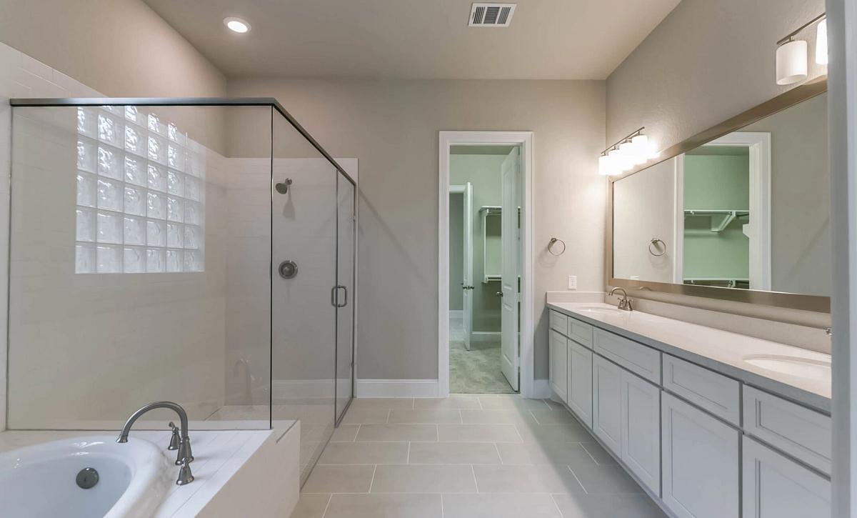 Plan 5129 Master Bath