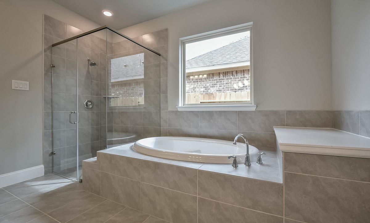 Del Bello Lakes Plan 5019 Owner's Bath