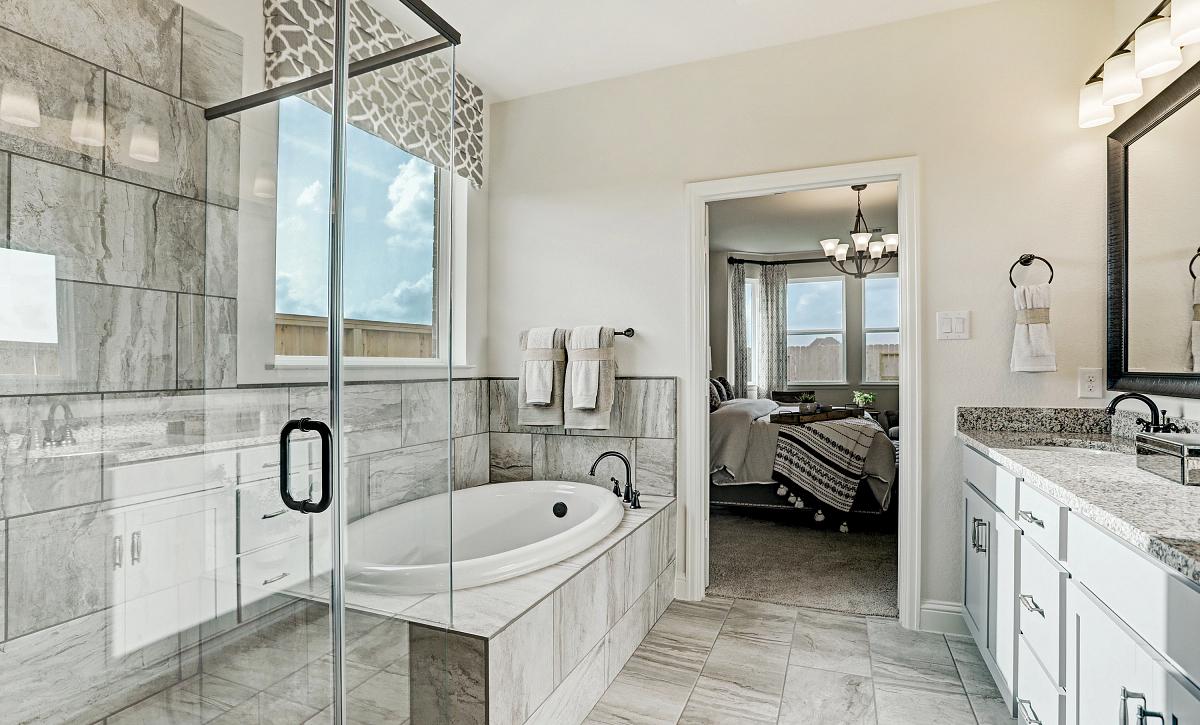 Del Bello Lakes 50 Plan 4069 Primary Bathroom