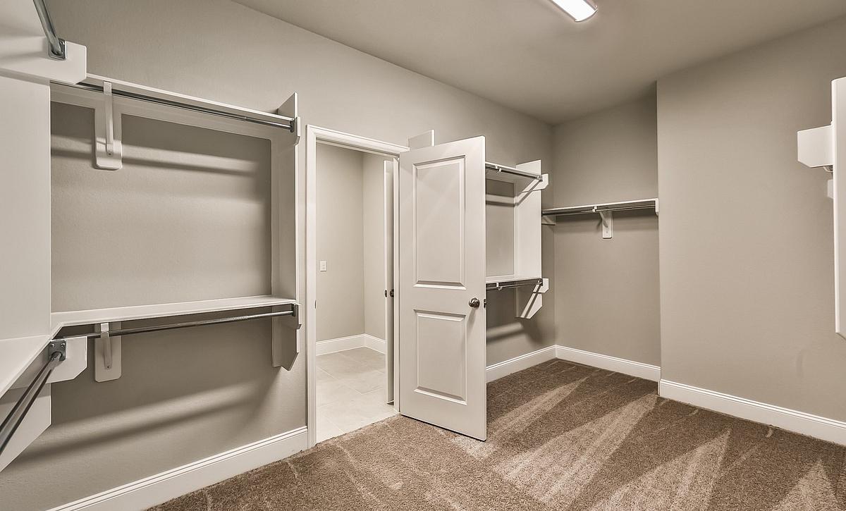 Plan 5049 Master Closet
