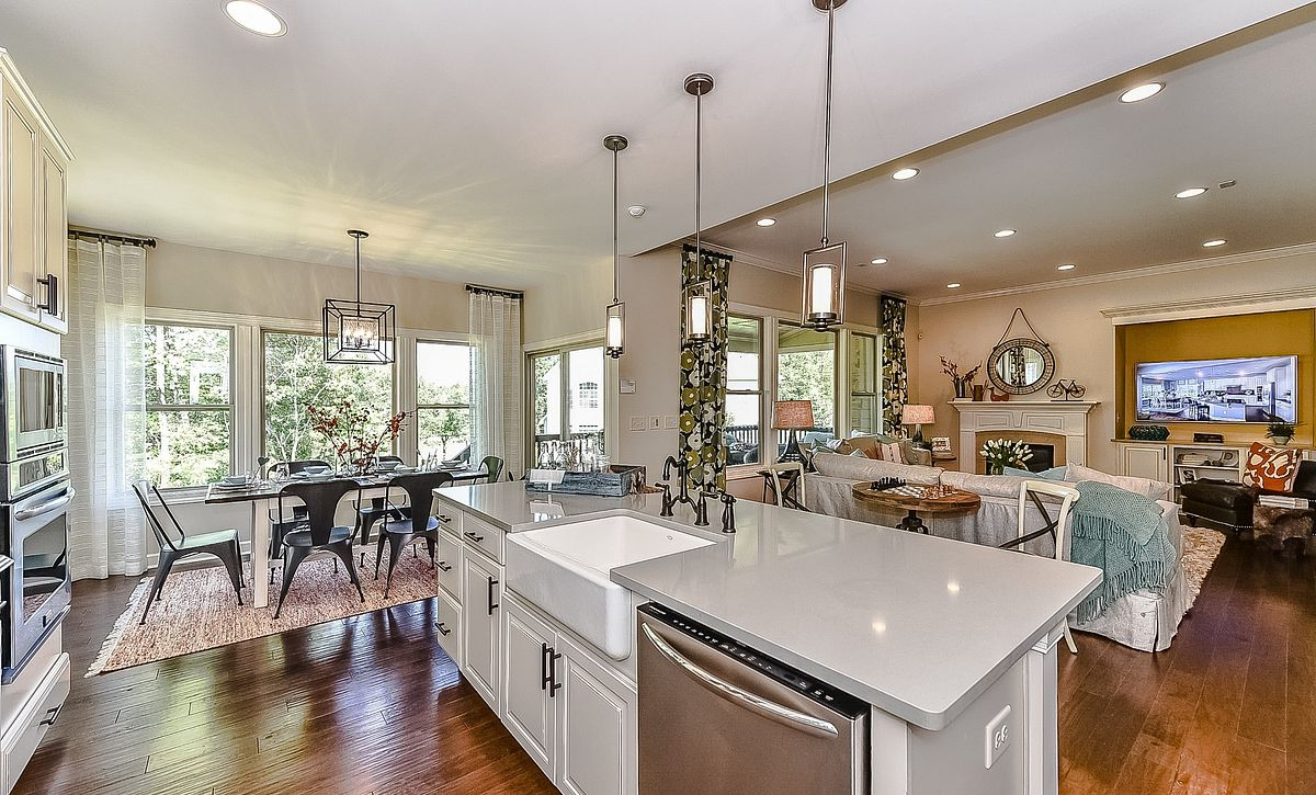 Redwood plan Kitchen, Breakfast & Family Room