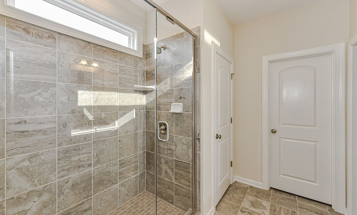 Salina plan Owner's Bath