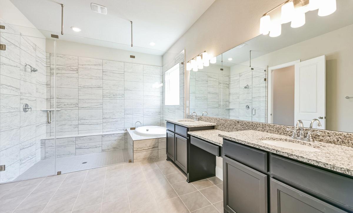 Plan 5050 Owner's Bathroom