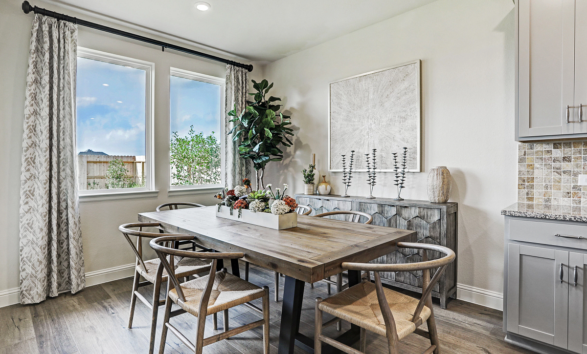 Del Bello Lakes 50 Plan 4069 Dining Room