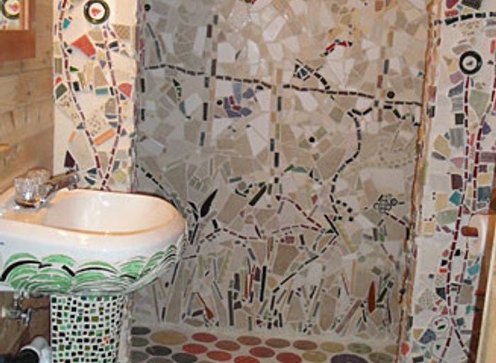 Bathroom of mosaic pieces