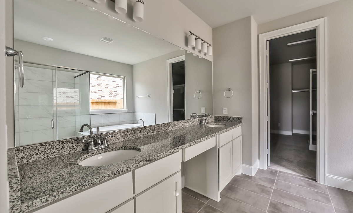 Harper's Preserve Plan 5059 Primary Bathroom