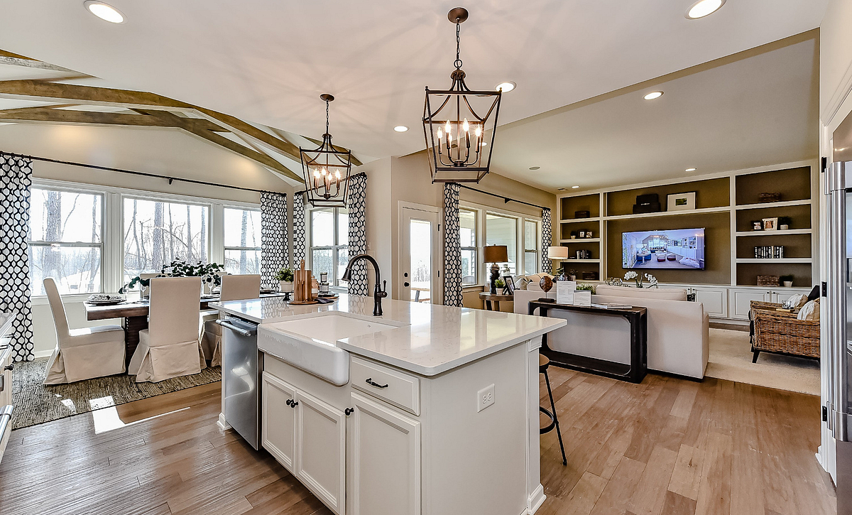 Everett plan Kitchen, Breakfast & Family Room