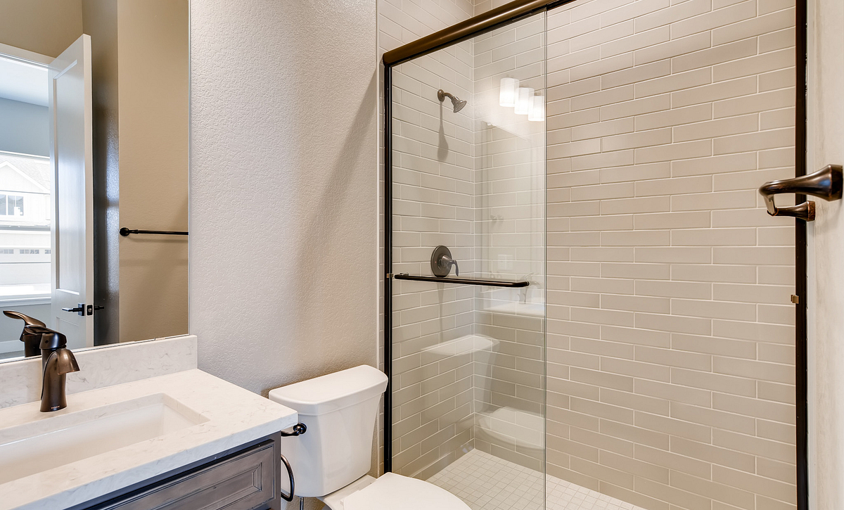 Canyons Luxe Belcourt Bath 2