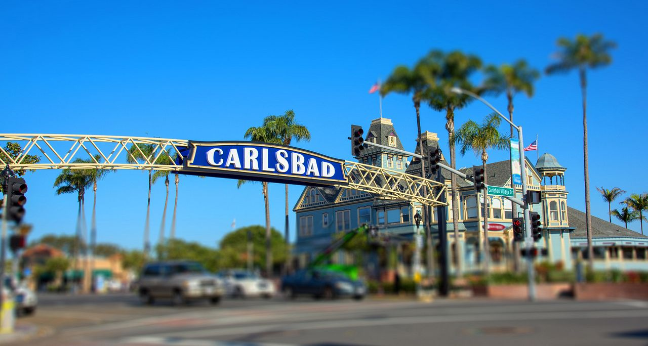 Carlsbad monument showing street intersection and shopping center exterior