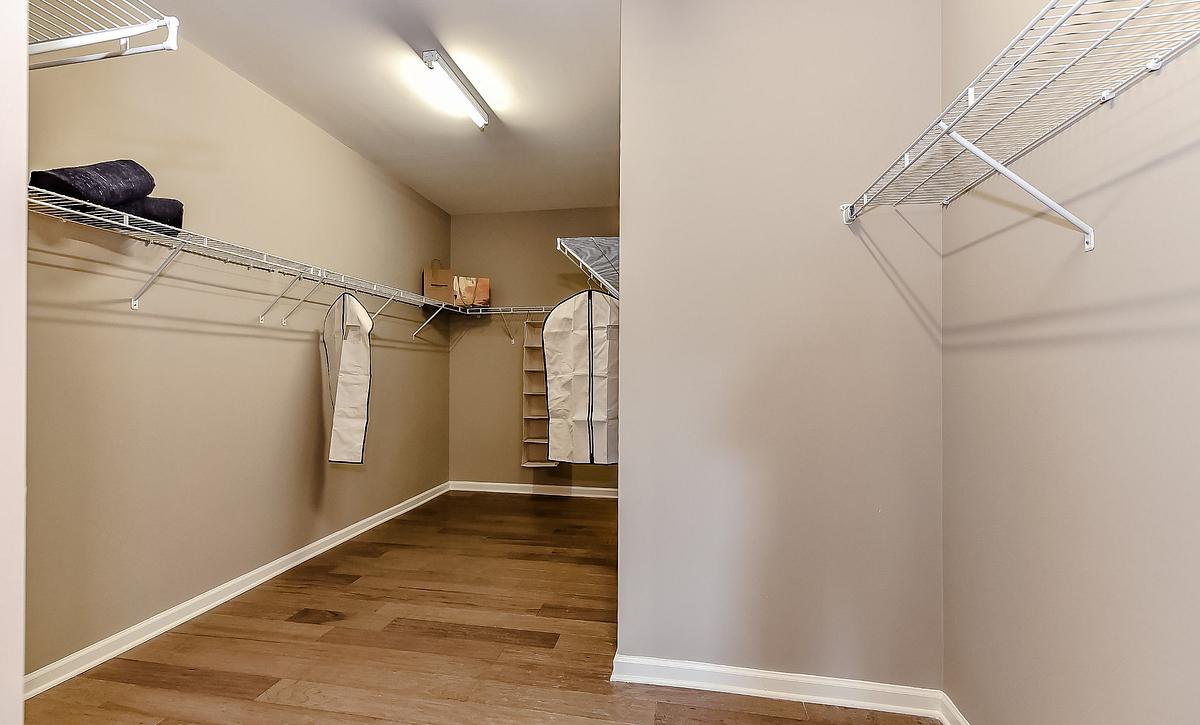 Everett plan Owner's Walk-in Closet