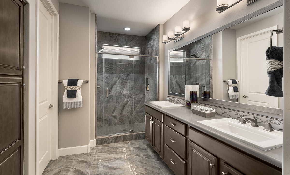 Lumina Model Master Bathroom