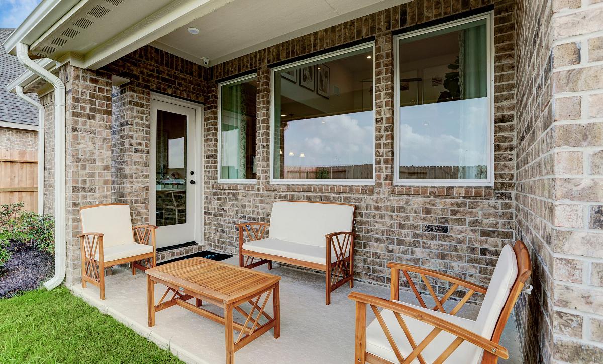 Del Bello Lakes Plan 4059 Outdoor Living