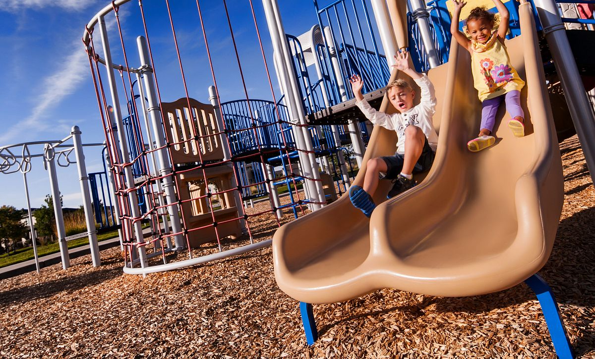 Reunion Community Kids Playing