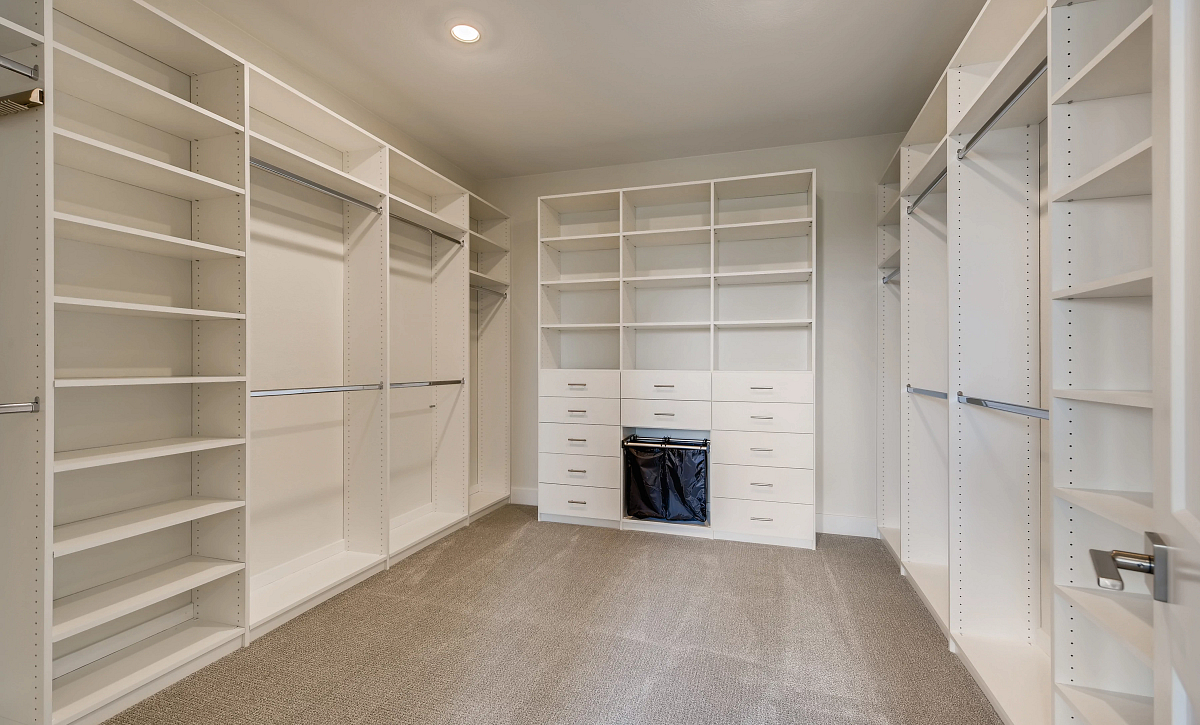 Canyons Luxe Stratton Primary Closet