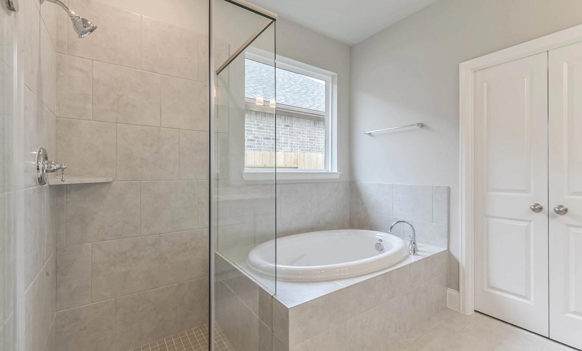 Harmony 50 Plan 4019 Primary Bathroom