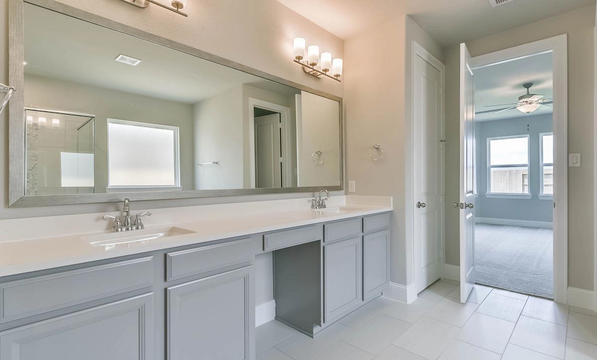 Sienna Plan 5039 Owner Bath