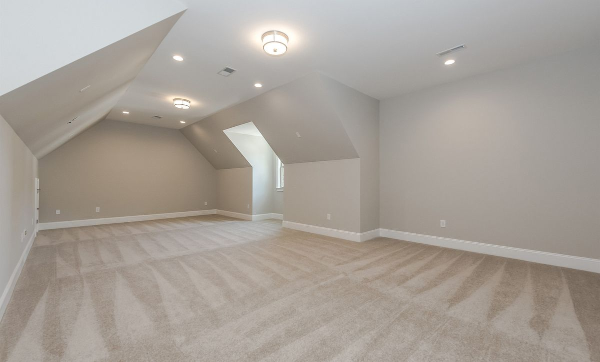 Avalon plan Bonus Room option