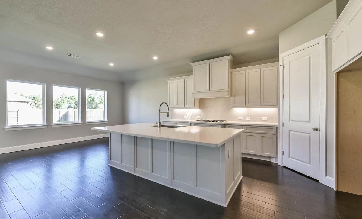 Del Bello Lakes 60 Plan 5009 HS 4102 Kitchen