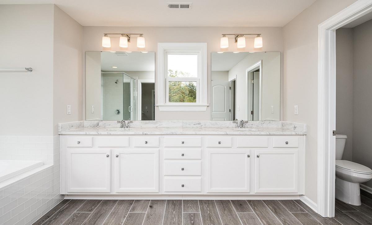 Weston plan Owner's Bath with Tub option