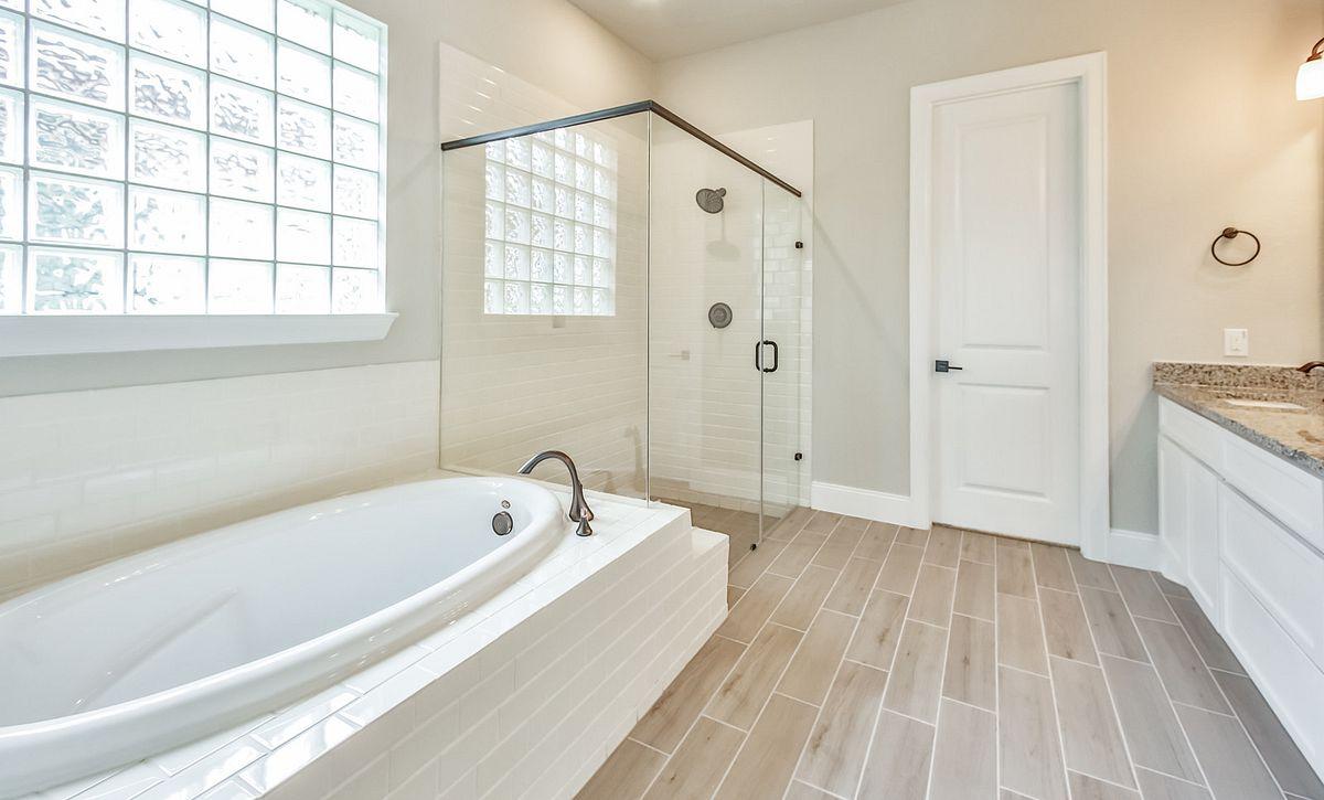 Plan 5114 Master Bath