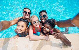 friends pool selfie