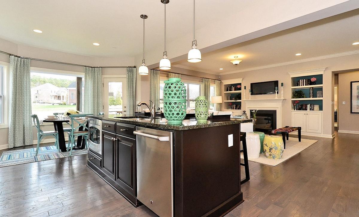 Silverado plan Kitchen, Breakfast & Family Room