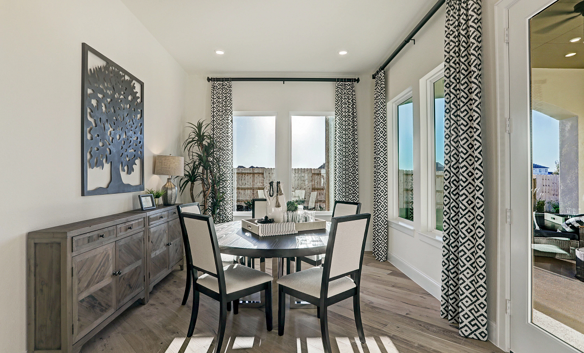 Del Bello Lakes Plan 6015 Dining