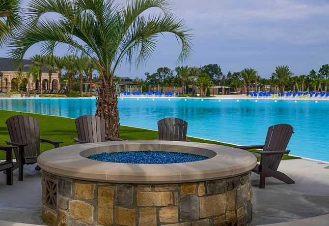 Relaxing areas with view of the Balmoral Crystal Lagoon