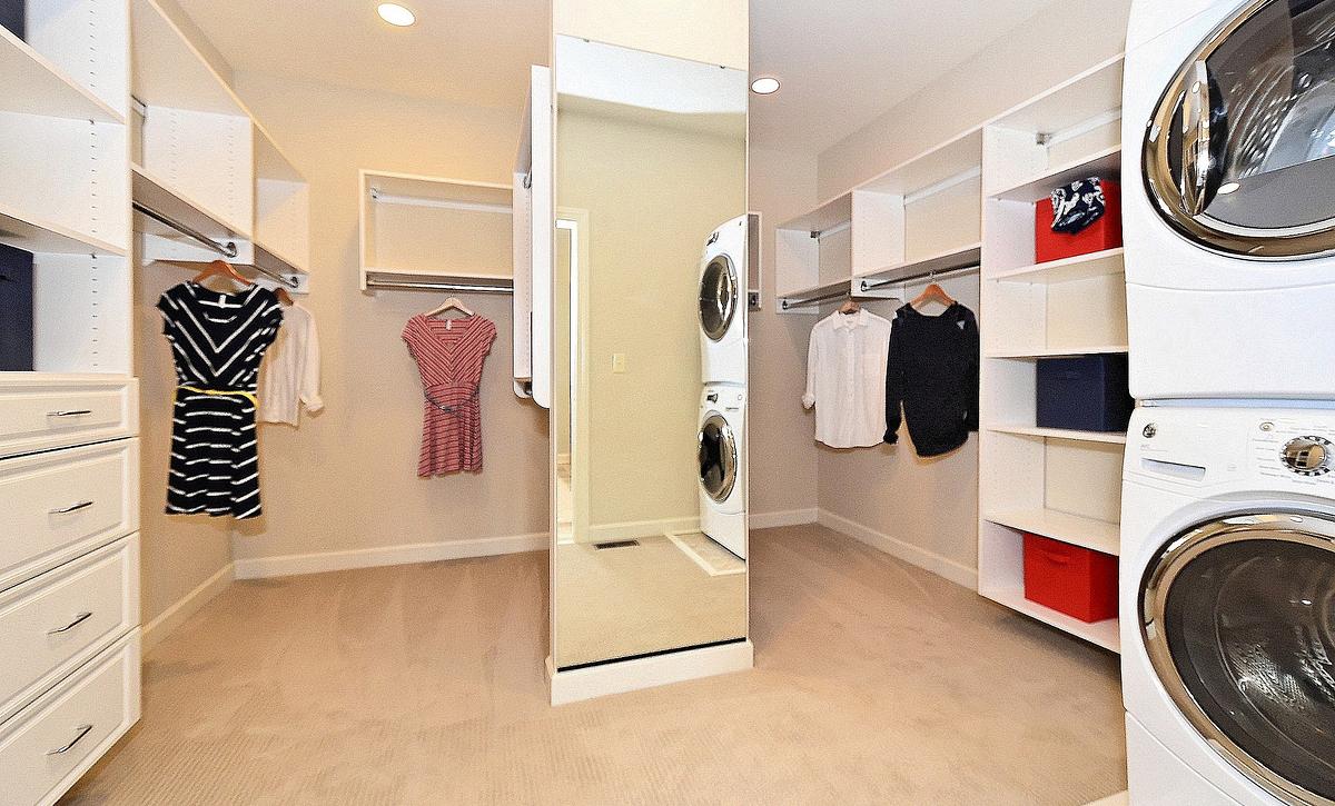 Avalon plan Walk-in Closet
