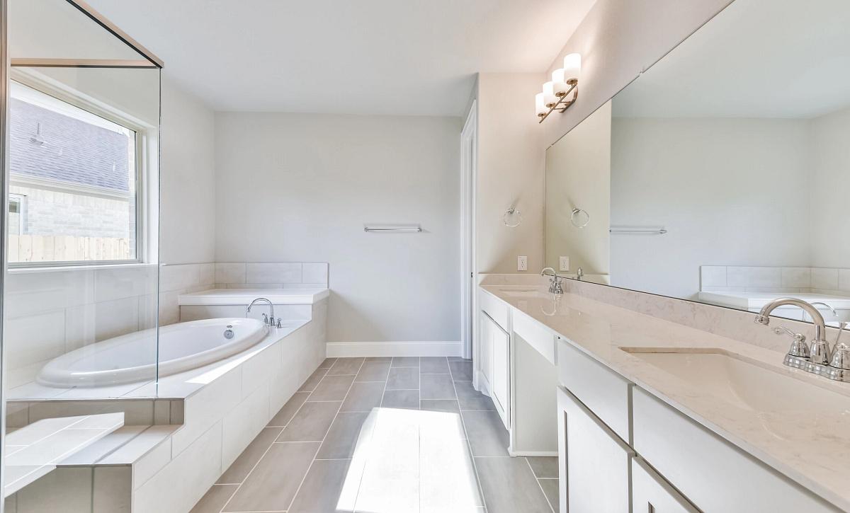 Harper's Preserve Plan 5019 Primary Bathroom