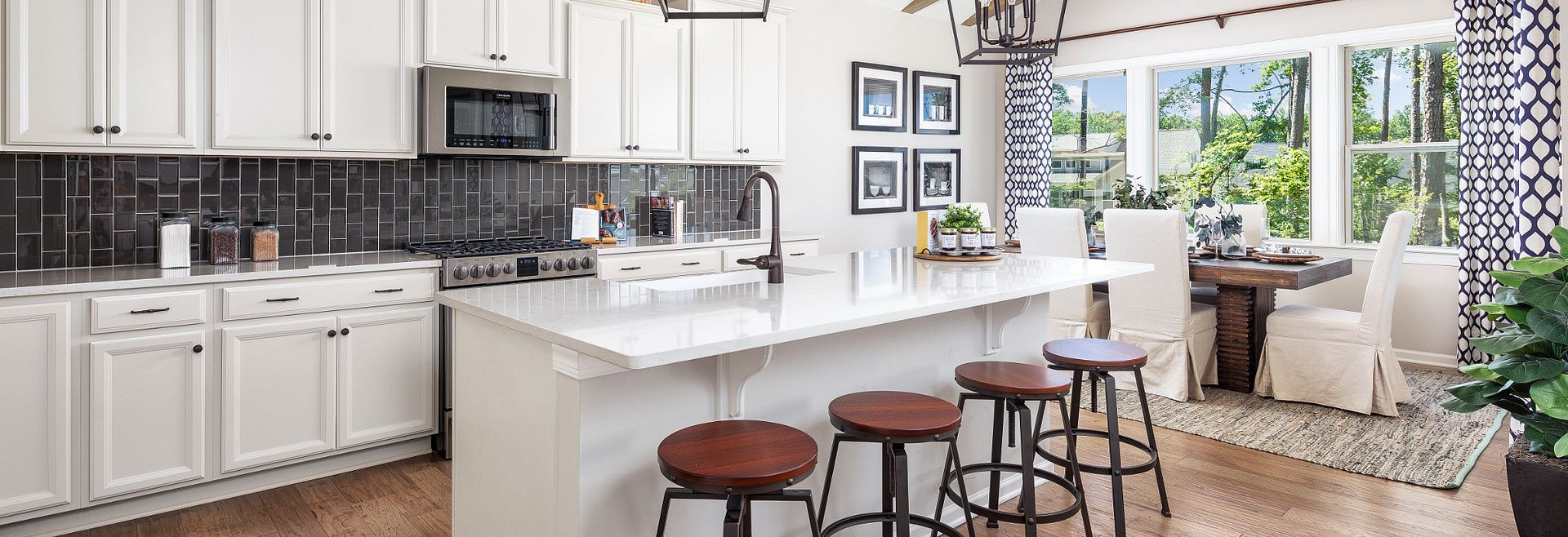 Everett Model Kitchen & Breakfast