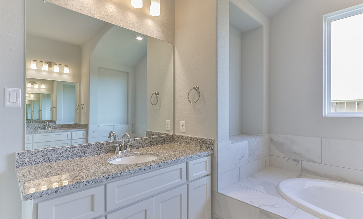 Cane Island Plan 6040 Primary Bathroom