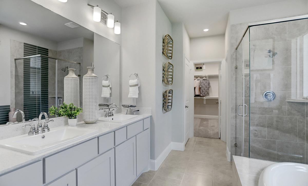 Harmony 40 Plan 3059 Primary Bathroom