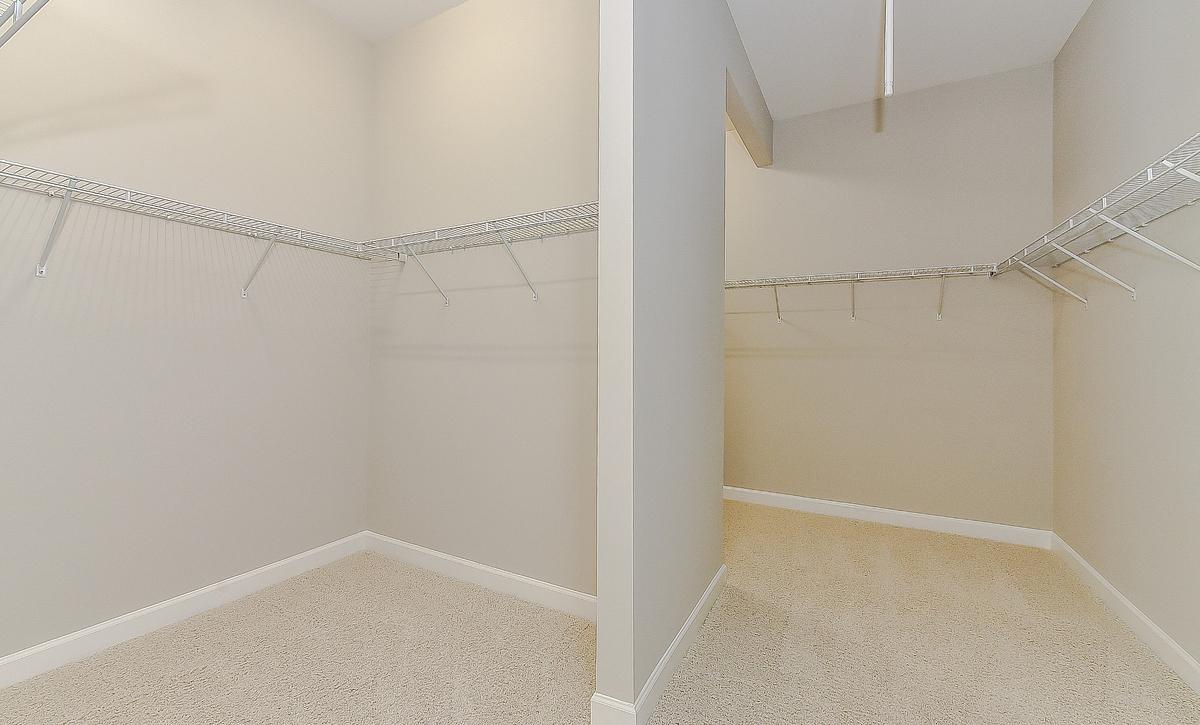 Berkshire Plan Owner's Walk-in Closet