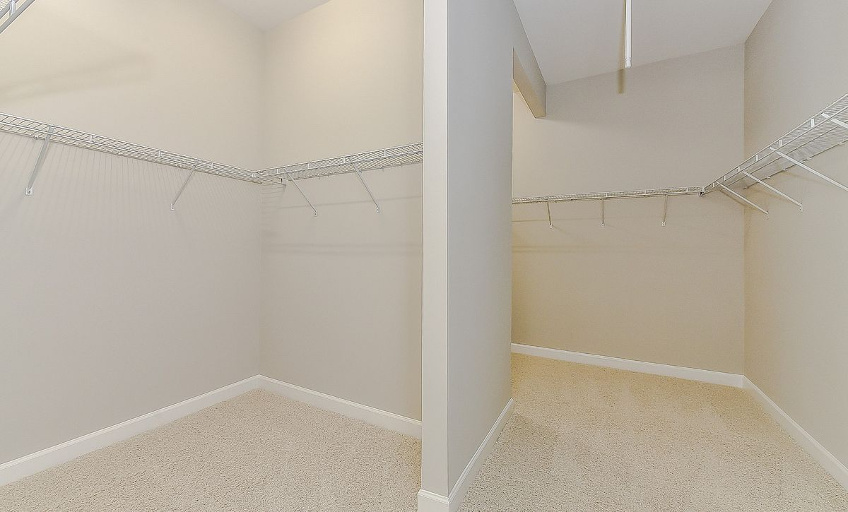 Berkshire Plan Owner's Walk-in Closet