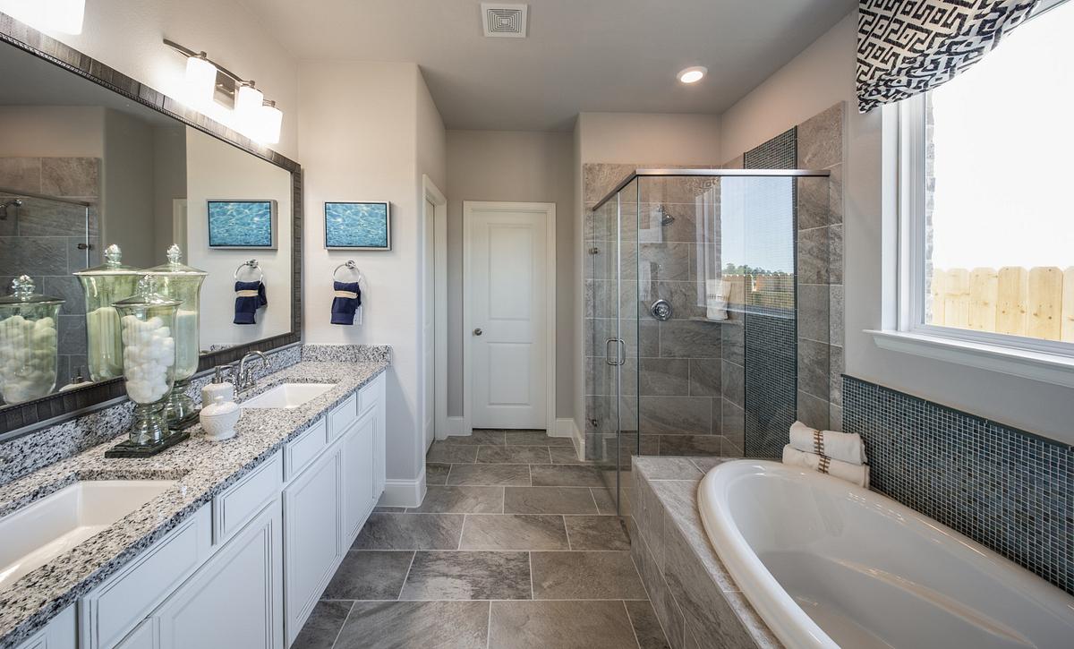 Plan 4039 Primary Bathroom