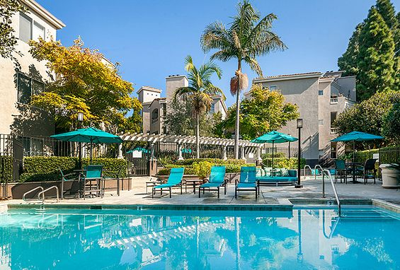 Valentia resort-style pool in La Jolla, CA