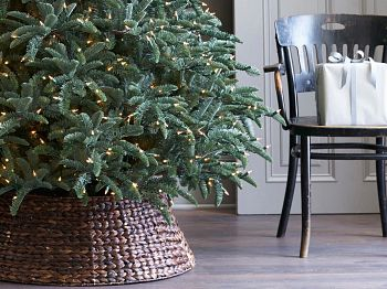 textured Christmas tree collar